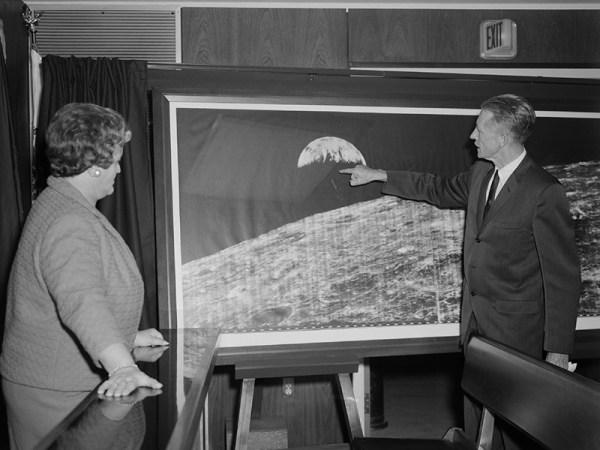 La foto del secolo la prima fotografia della terra dalla luna luna orbiter