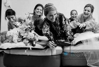 fotografos-de-bodas-novia-damas-de-honor-ramo-fotografia-de-matrimonios