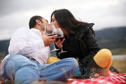 fotos-de-parejas-embalse-del-neusa-fotografias-de-novios-sesion-fotografica-romanticas