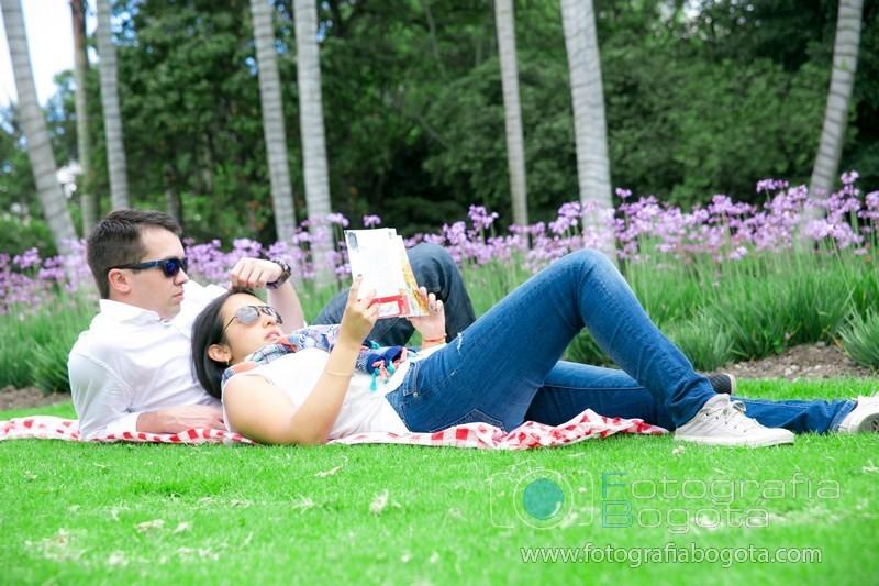 fotos-de-parejas-fotografias-de-novios-fotografias-de-preboda-fotografias-romanticas-lindas-jardin-botanico