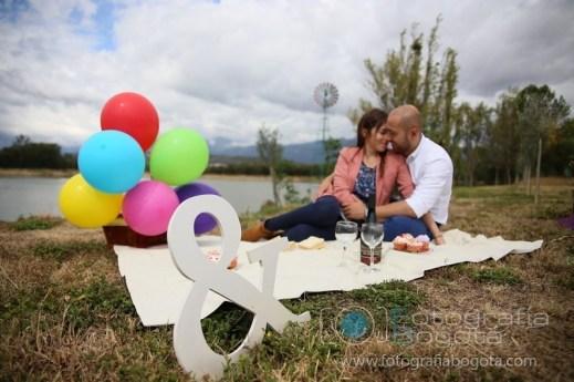 sesion-de-fotos-en-villa-de-leyva-fotografias-de-parejas-fotos-de-pre-boda-picnic-amor