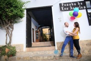 sesion-de-fotos-en-villa-de-leyva-fotografias-de-parejas-fotos-de-pre-boda-romantico