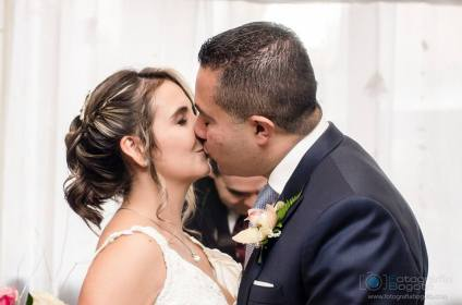 fotografias-de-bodas-hotel-101-park-beso-romantico