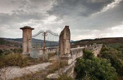 Fiumara di Atella, strada di servizio dell'Acquedotto Pugliese