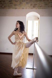 la danzatrice Venus Villa durante le proe per uno spettacolo nei Sassi di Matera, marzo 2014