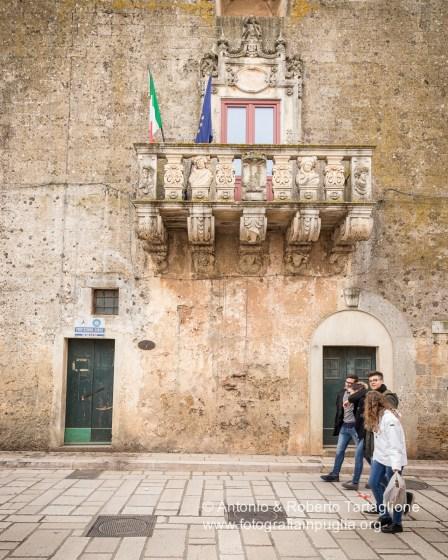 Il Palazzo Baronale Serafini-Sauli, della metà del XVII secolo, sede del Comune di Tiggiano.
