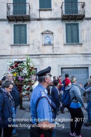 Lagonegro (PZ). Dopo la Messa, verso le 05,30, la processione inizia percorrendo le vie del Paese.
