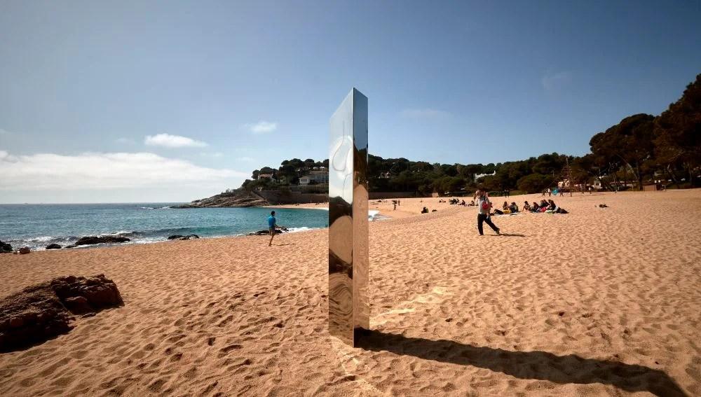 El monolito metálico de dos metros aparecido en Girona