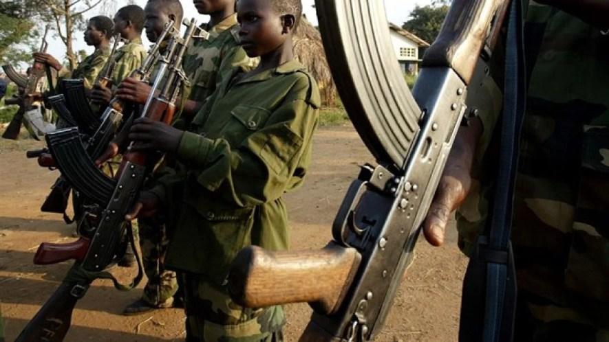 Niños son reclutados como soldados para las guerrillas en República Centroafricana.
