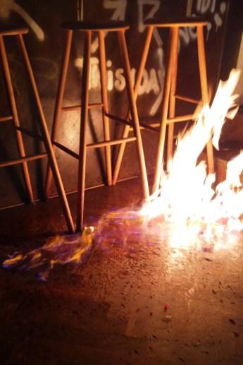 Wodka auf dem Boden flambiert
