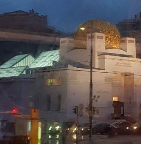 Aussenansicht des Secessionsgebäudes am Abend
