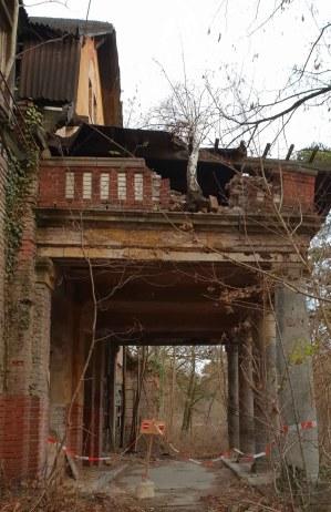vom Einsturz bedrohtes Gebäude