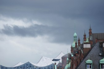 Hamburg Speicherstadt mit Elbphilharmonie