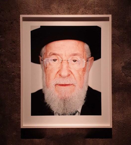 Rabbi Lau wurde in ein Zwangsarbeitslager in Czestochowa geschickt und von da ins KZ Buchenwald.