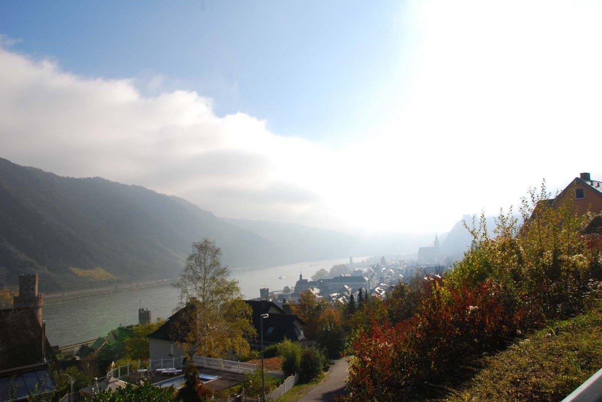 Blick auf den Rhein bei Oberwesel - Auf dem Weg zum Günderodehaus - Wanderschnecken auf dem Rheinburgenweg