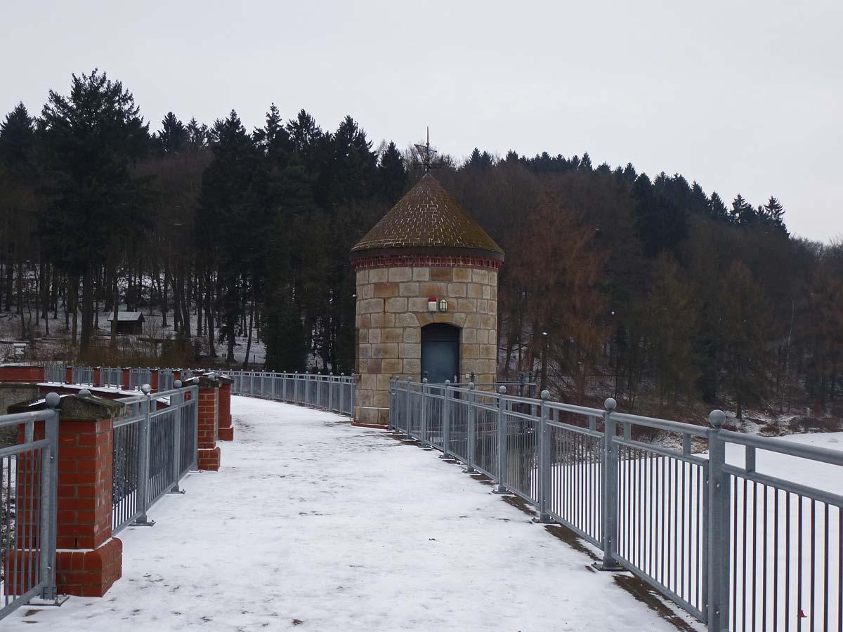 Staumauer der Ronsdorfer Talsperre