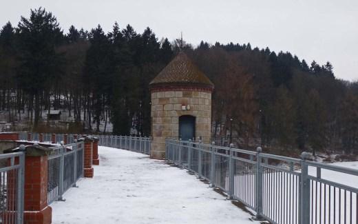 Industriegeschichtliches im Gelpetal - Staumauer Ronsdorfer Talsperre