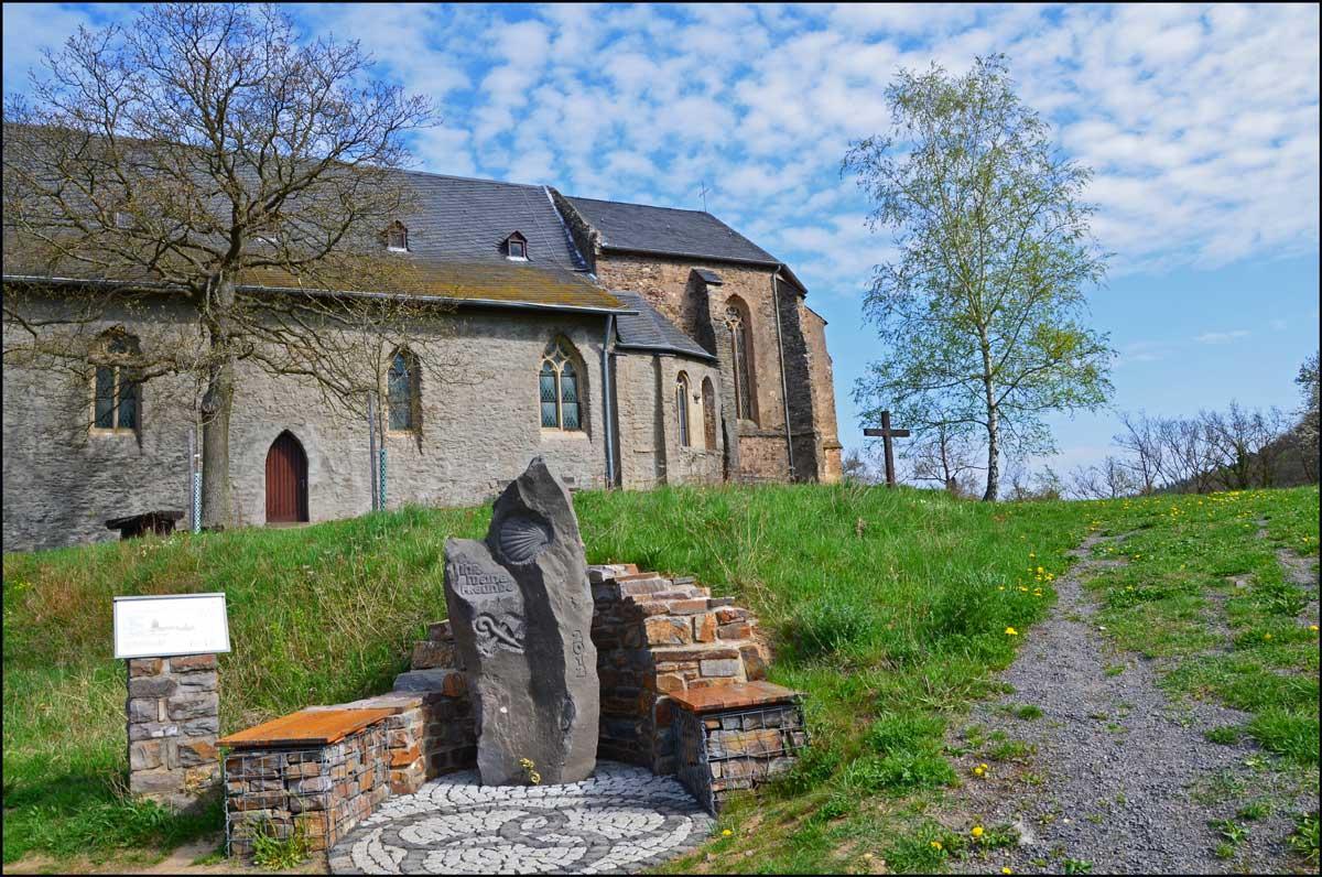 Die Dreifaltigkeitskirche eine Wallfahrtsstätte ersetzt die vermutlich im 11 Jahrhundert gebauten, wesentlich bescheidenere Kapelle an diesem Ort. Zunächst der hl. Maria geweiht, entwickelte sie sich schnell zu einer bedeutenden christlichen Wallfahrtskirche.