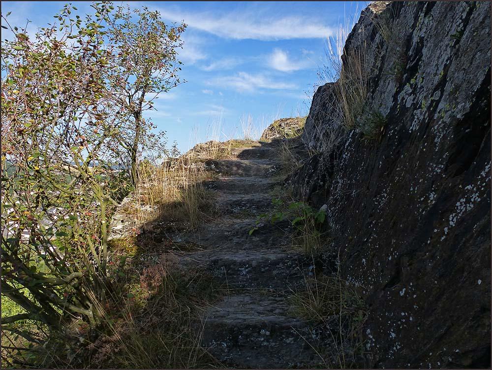 Dies hier, vermutlich bereits vor 3000-3500 Jahren entstandene Treppe lässt Archäologen vermuten, dass hier keltische Siedlungen gewesen sein müssten