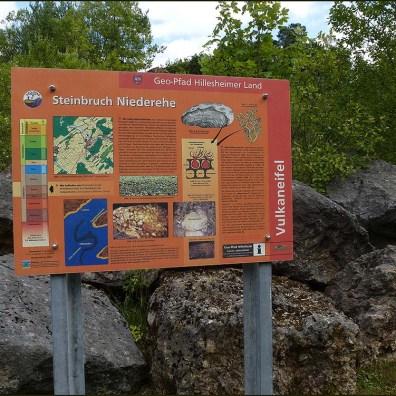 Vorbei an einem weiteren Steinbruch mit Gestein aus Devonzeiten