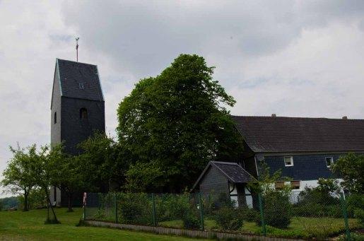 Die Windrather Kapelle, ein vermutlich Anfang des 9. Jh gebauten und häufig sanierten und wieder aufgebauten aber immernoch ursprünglichen Gemäuer.