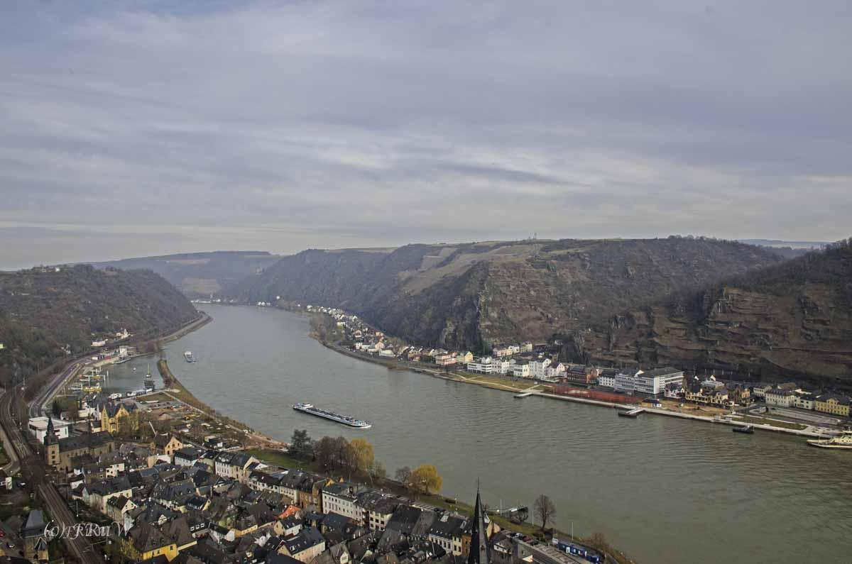 Welch ein Anblick, der Rhein Zwischen Burg Rheinfels und Günderodehaus