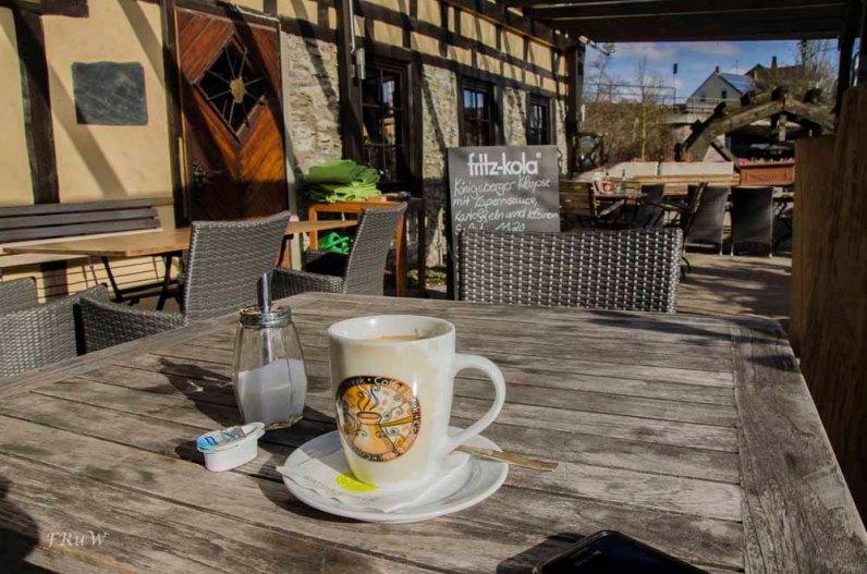 Ein Kaffee und Wasser für Spike
