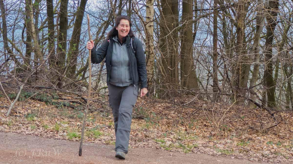 Moselsteig Leiwen bis zur Weisley - Tanja und ihr Pilgerstab