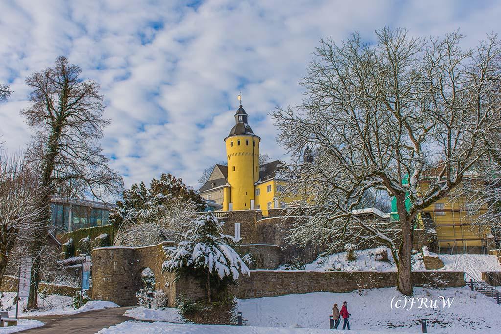 Schloss Homburg im Schnee - Wunderbare Winter Wanderungen NRW