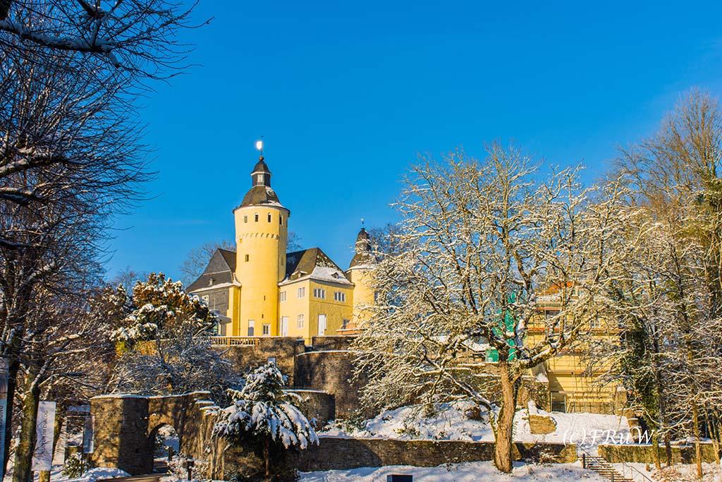 Schloss Homburg in den Schneelandschaft