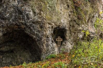 Auf Tuffstein gebaut, auf einer Höhe von 380 m ü. NHN Eine eher unbedeutende Burg über die relativ wenig bekannt wurde