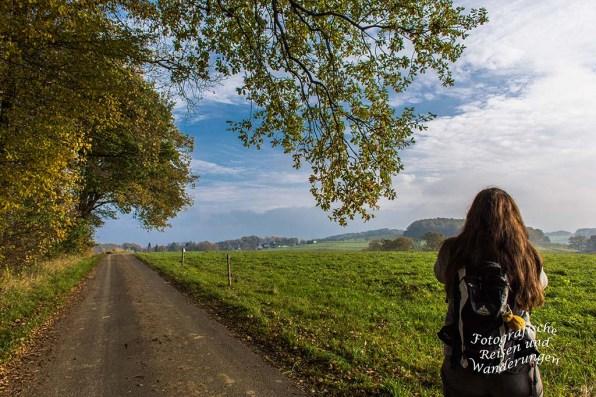 Tanja auf dem Feldweg