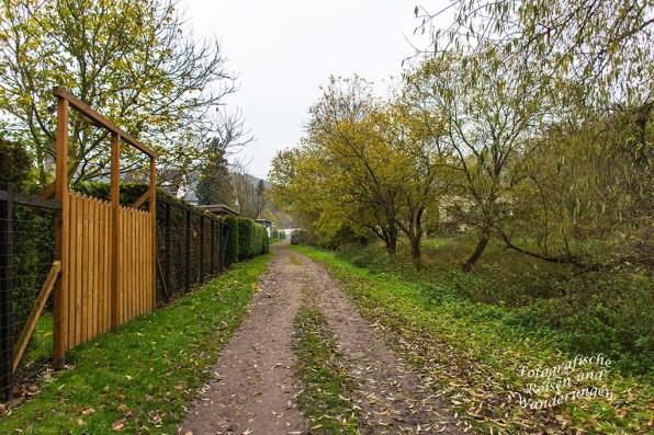 Breiter Weg neben Kleingartenanlage Rieden