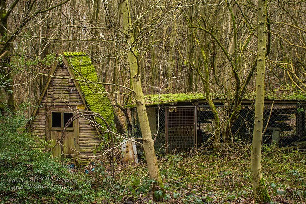 Spitzdach-Haus aus Holz - wunderschön