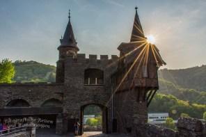 Burg Cochem im Gegenlicht