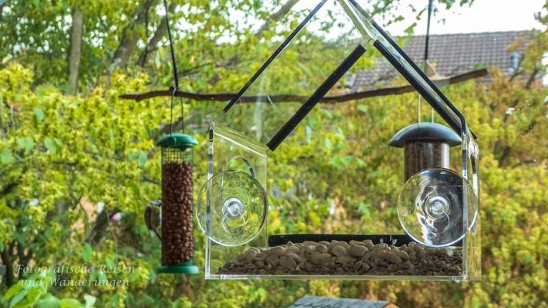 Futterplätze und Nistkästen auf dem Balkon-Fensterfutterhaus