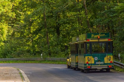 Das Bimmelbähnchen zeugt vom Tourismus des Biggesees