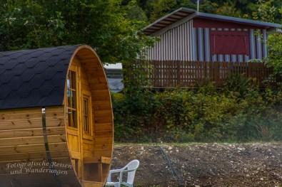 Ein Campingplatz mit Schlaffässern. Der neue Trend!