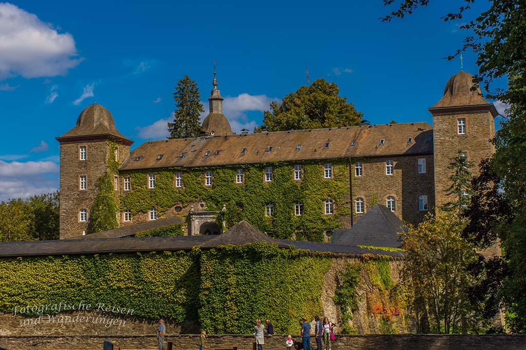 Zwei Burgen und der Biggeblick Burg Schnellenberg