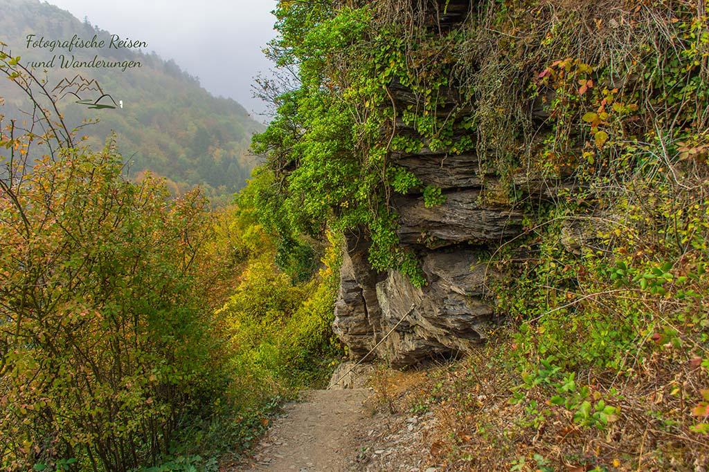 Schmale Pfade unterhalb des Collisturm - Herbst auf dem Collis Klettersteig