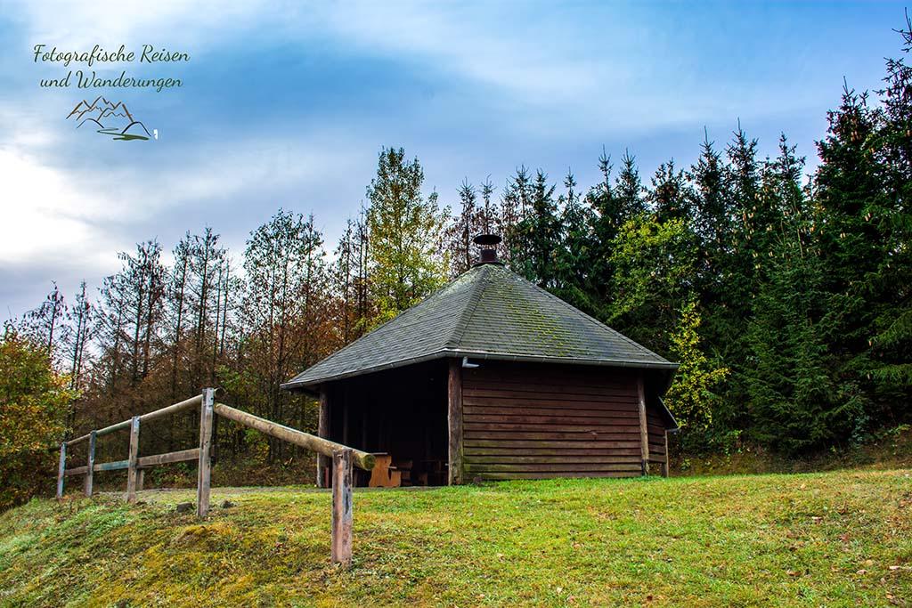 Grillhütte hinter Meisenthal - Rund um Heupenmühle - Wilde Eifel