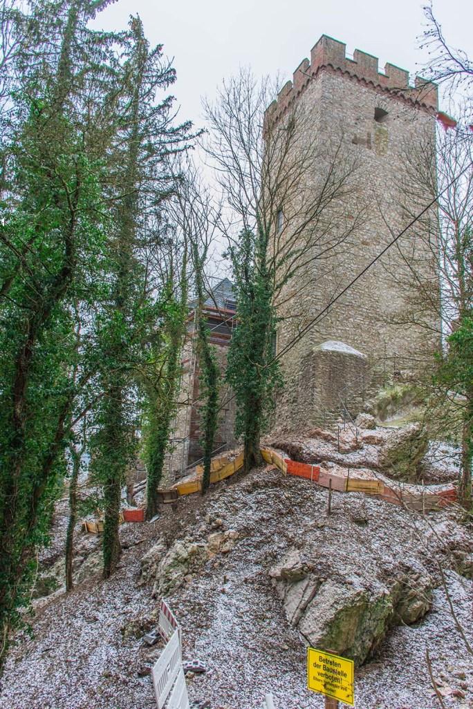 Burg Kerpen mit Absperrbändern