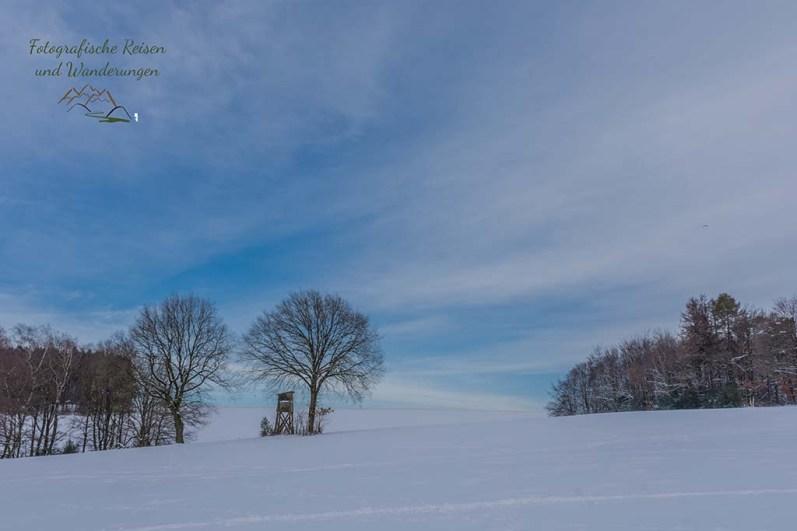 Weite Schneeflächen beim Wandern um das Freilichtmuseum Lindlar