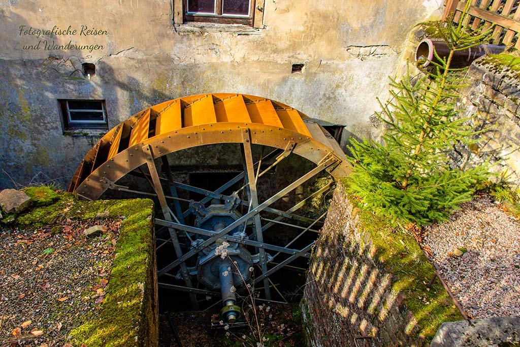 Erneuertes Mühlrad an der Kupfersiefermühle
