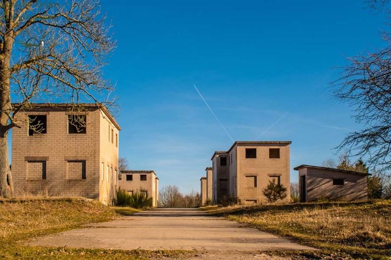 Kulissenhäuser des ehemaligen Truppenübungsplatzes in Wollseifen