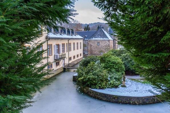 Grün auch im Winter, Parkanlage Schloss Ehreshoven Wandern in der Bergische Schweiz