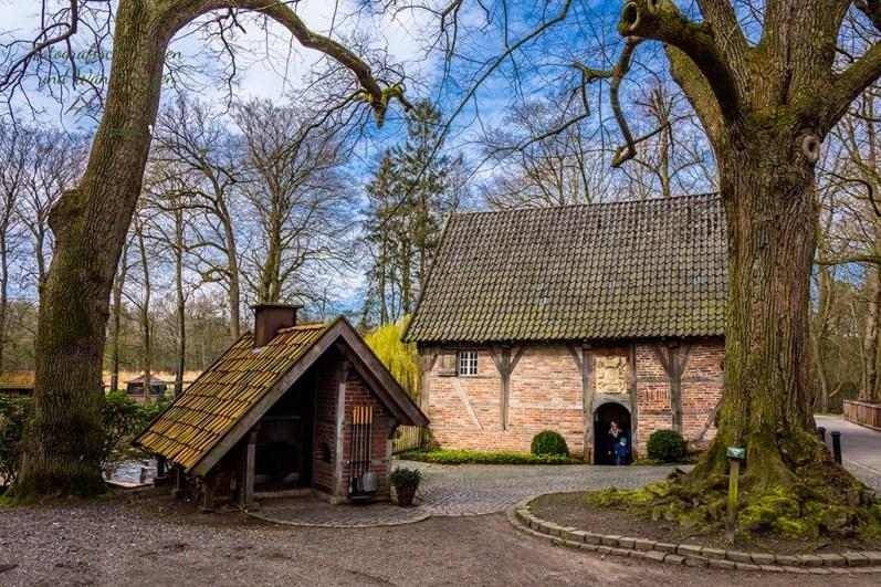 Blick auf die Haarmühle und Backhaus