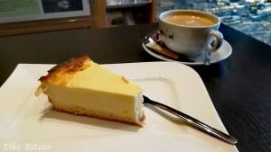 Käsekuchen und Kaffee in der WanderBar Roetgen