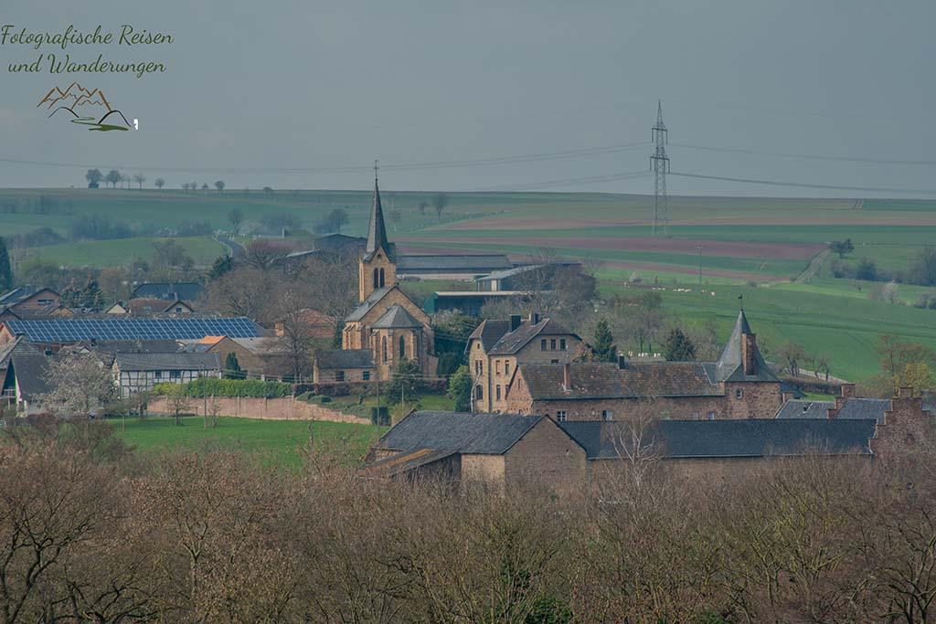 Blick auf Floisdorf - Kuechenschellen in der Zuelpicher Boerde