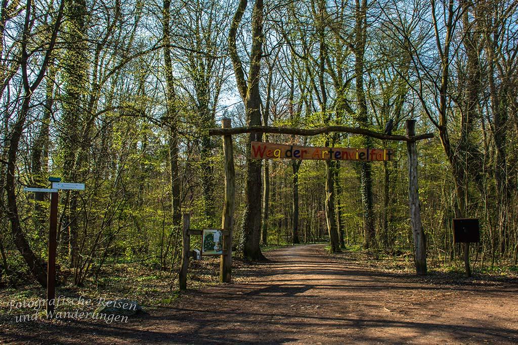 Eingang zum Weg der Artenvielfalt